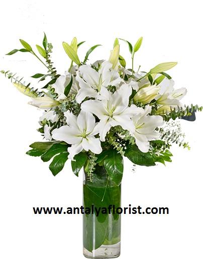 gerbera buket 5 Beyaz Lilyum Vazosu