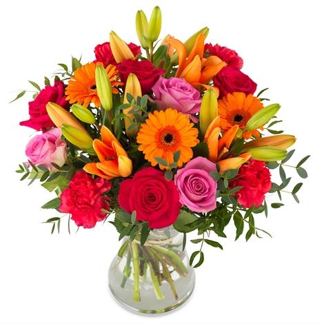 13 adet kırmızı gül kalp Vazoda Renkli Çiçekler